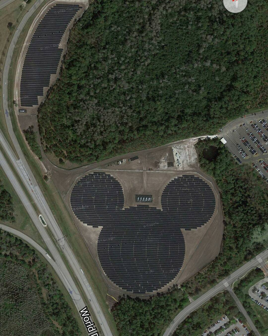 Drove past this solar pv farm a few times in the last couple of days. 48,000 solar pv panels supplying 5 megawatts of electricity into Walt Disney World Orlando